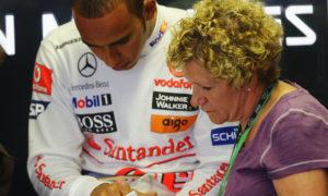 Lewis Hamilton sacks mother