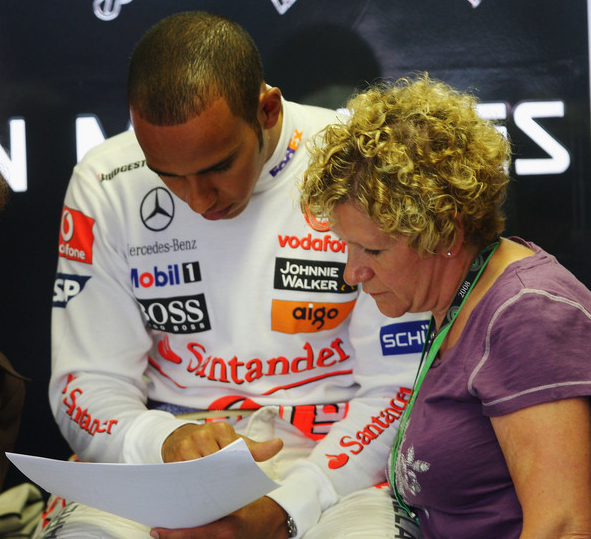 Lewis Hamilton sacks mother