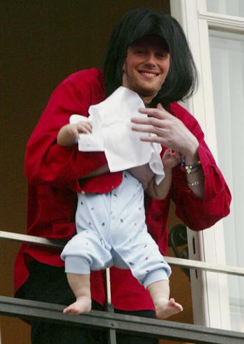 Grosjean shows off new baby
