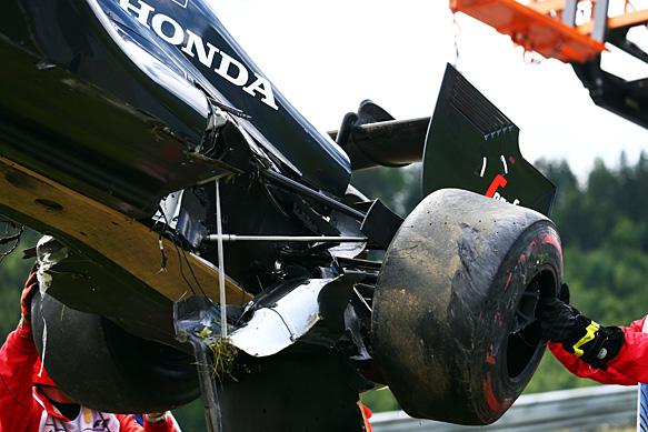 McLaren MP4-30 crash