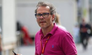 Villeneuve to broadcast opinions from bus shelter